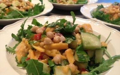 Risoni met mango, kikkererwten en rucola