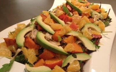 Frisse salade met venkel, sinaasappel, linzen en avocado