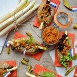 Asperge hotdogs met wortelketchup