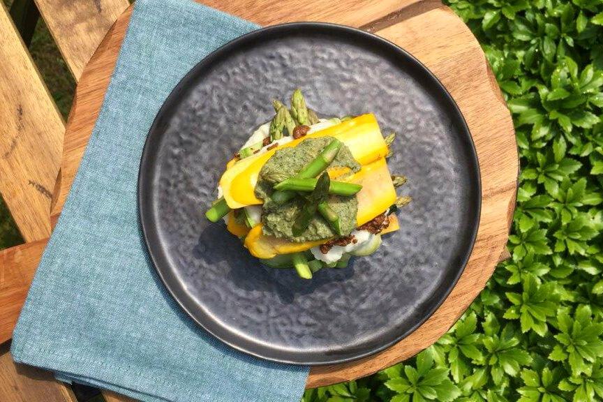 Lente lasagne met courgette, groene asperges en Quorn Vegetarisch Fijngehakt